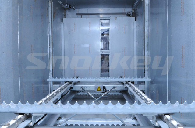 Containerized ice storage inner view